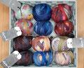 Schoppel Wolle Edition 3 + 6 - dezenter Farbverlauf, hautsympathische 100% Schurwolle (Merino fine), zwei unterschiedliche Garnstärken für eine breite Projektpalette, Lauflänge 150m/50g (Edition 3) und 300m/50g (Edition 6), Schonwaschgang bis 30°