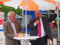Egon Jüttner und Bundesumweltminister Peter Altmaier vor dem Mannheimer Hauptbahnof