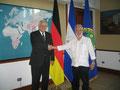 Egon Jüttner mit Außenminister Samuel Santos López