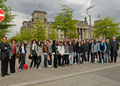 Prof. Jüttner mit Schülern der Wilhelm-Wundt-Realschule