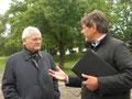 Prof. Jüttner im Gespräch mit Herrn Esser (Geschäftsführer und Bauherr von Riwwerside GmbH)