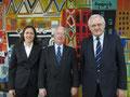 Egon Jüttner mit Melanie Sulzmann und Roland Hörner zu Besuch in der Staatlichen Rhein-Neckar Hafengesellschaft Mannheim