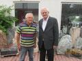 Egon Jüttner mit dem Gewinner einer Berlinfahrt bei der Tombola des Karlsternfestes, Gerhard Siegmann