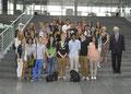Egon Jüttner mit Schülerinnen und Schülern des Lessing-Gymnasiums in Mannheim