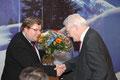 Claudius Kranz, Kreisvorsitzender der CDU Mannheim, gratuliert Egon Jüttner zu seiner Nominierung als Bundestagskandidat der CDU Mannheim auf dem Kreisparteitag am 23.11.2012