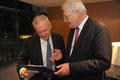 Prof. Jüttner mit Bahnchef Dr. Grube