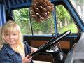 zoe am steuer von unserem bus