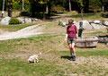 Auf dem Campingplatz - Hunde sind an der Leine zu führen!