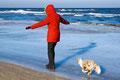 30.01.2012 - Foxi mit Frauchen auf'm Eis