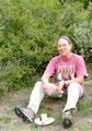 Ingrid: pique-nique dans l'herbe (sentier cathare, Aude, Ariège)
