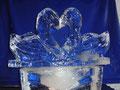 Eisskulptur Hochzeitsschwäne