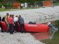 Sicherungsboot wird gewassert