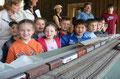 Schüler aller Altersklassen sind von der Modellbahn fasziniert