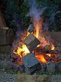 Nr. 108  - Steinbalance die Drei am Lagerfeuer