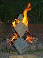 Nr. 102  - Steinbalance die Drei am Lagerfeuer