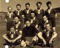 Meistermannschaft 1953 - Stehend: O. Schwarzott, G. Fick, H. Hildner, F. Hoch, M. Maisel. - Mitte: K. Hoch, E. Schreiner, R. Reichel. - Vorne: A. Faber, H. Bittner, M. Müller.