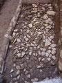 Restos de una calle, posiblemente romana, aparecidos durante la urbanización de la Calle de la Rosa (Jaca, Huesca). Julia Justes y Ayuntamiento de Jaca.