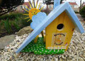 houten nestkastje beschilderd kinderopvang cadeau zonnetje vogelhuisje