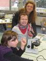 NaWi-Lehrerin Sigrid Bartels beim Schnupperunterricht