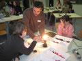 NaWi-Lehrer Stefan Reiser beim Schnupperunterricht