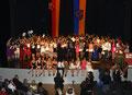 Abschlussschüler beim gemeinsamen Lied