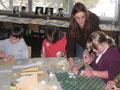 Anna Schüssler beim Schnupperunterricht Bildende Kunst