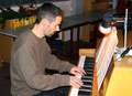 Herr Reiser am Klavier