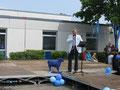 Unser Schulleiter Joachim Paul bei der Eröffnung des Schulfestes
