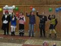 """Gesang und Tanz """"Komm hol das Lasso raus"""": Kathrin, Nadine, Nadine, Lisa, Mareike und Vanessa (alle 5d)"""
