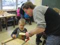 Technik-Lehrer Richard Ecker beim Schnupperunterricht