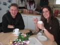 Unser Hausmeister Klaus Wilhelm und Anna Schüssler im Cafe Delight