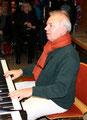 Herr Braun - Leiter des Chors und der Instrumentalgruppe der IGS