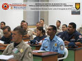 Detalle del aula de clases con los participantes.