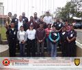 Toma General del Grupo de Participantes y del Instructor en el Monumento de la UTAL en la entrada principal.