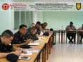 Toma parcial del lateral izquierdo del aula con los participantes elaborando el Instrumento de Evaluación del Instructor y del Curso.