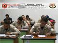 Toma parcial del centro del aula con los participantes elaborando el Instrumento de Evaluación del Instructor y del Curso.