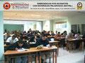 Vista general del aula con los participantes elaborando el Instrumento de Evaluación del Instructor y del Curso.