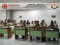 Vista parcial derecha de los participantes en el aula de clases.