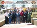 Toma parcial del Grupo de Participantes y del Instructor en el lateral izquierdo del Monumento Escultórico de la UTAL.