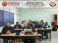 Vista parcial izquierda de los participantes en el aula de clases.