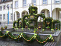 Osterbrunnen vor dem Rathaus