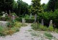 Ein Friedhof in Anis, der kleinsten Stadt Deutschlands. Solche Bilder mag ich, denn sie erzählen Geschichten.....