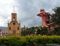 Kolumbien_Ráquira_Dorfplatz