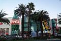 USA_Nevada_Las Vegas_Coca Cola und M&Ms auf dem Strip