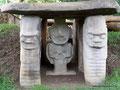 Kolumbien_San Augustín_Archäologischer Park_Noch mehr Grabmalwächter