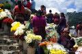 Guatemala_Westen_Chichicastenango_Blumenverkäuferinnen