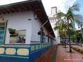 Kolumbien_Guatapé_Straßenseite am Hauptplatz