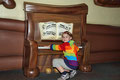 An Goofys Klavier