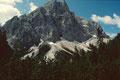 Der Einserkofel am Eingang ins Altensteiner Tal. Aus der Scharte zwischen beiden Gipfeln ging am 12.10.2007 ein gewaltiger Bergsturz mit einer riesigen Staublawine nieder.