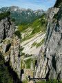 Felsfenster im Steilabfall des Einschnitts zwischen Loser und Hochanger